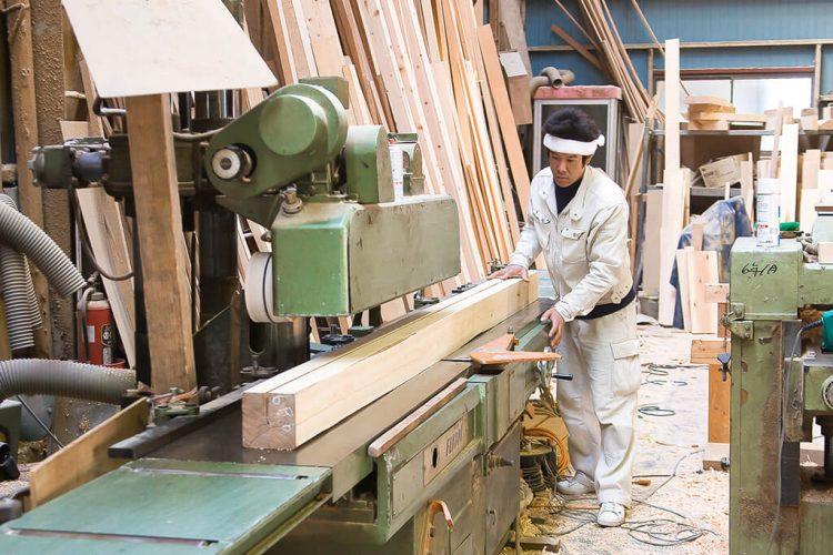 造作材は主に自社製材の材料を使用します